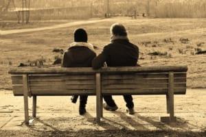 家族や友達など親しい人がPTSDになったら、じっくり話を聞く
